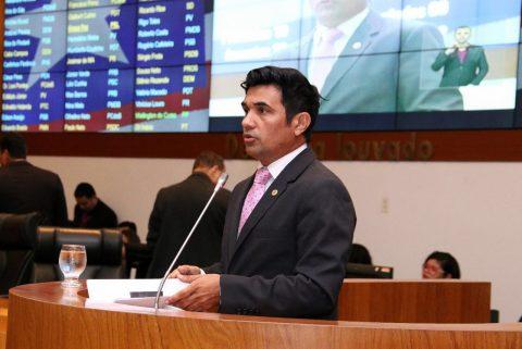 Wellington debate a falta de infraestrutura do aeroporto internacional de São Luís