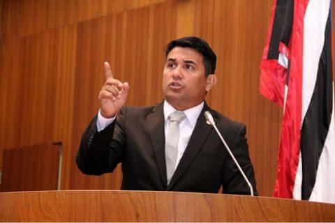 Wellington volta a denunciar abandono do Nhozinho Santos e cobra reforma do estádio
