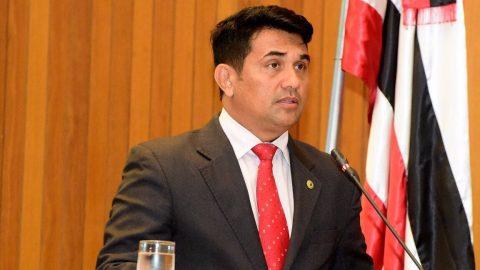 Deputado Wellington solicita revogação de aumento em passagem de ferry boat e cobra planilha de custos
