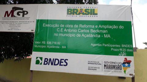 """""""Mais um mês passou e não concluíram as obras"""", diz Wellington sobre reforma da escola estadual Antônio Carlos Beckman em Açailândia"""
