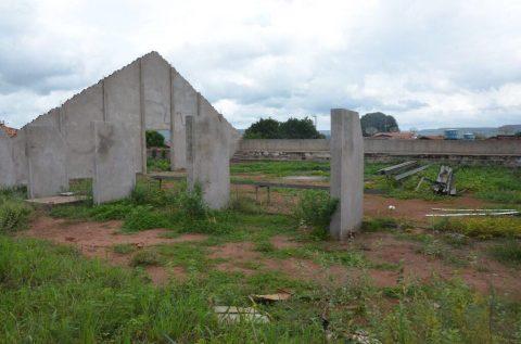 Deputado Wellington denuncia ao Ministério Público construção de quadra em escola abandonada do Governo do estado