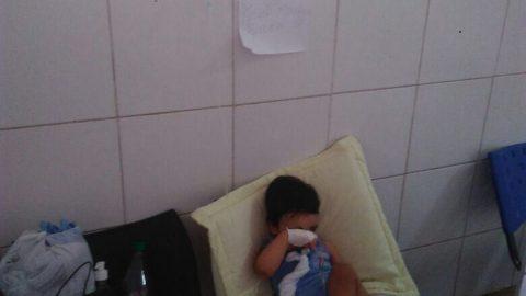 """""""Por falta de leito, menino de 01 ano e 04 meses passa noite em cadeira no corredor"""", denuncia deputado Wellington sobre descaso no Hospital da Criança"""