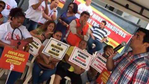 """""""São 29 dias sem aula, professores em greve e o prefeito de São Luís sumiu"""", diz deputado Wellington"""