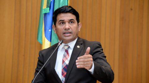 """Flávio Dino se refere a oficial como alguém de """"5º escalão"""" e deputado Wellington exige que governador respeite a Polícia Militar"""