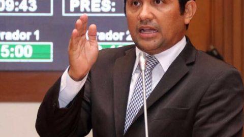 Deputado Wellington solicita que Flávio Dino diminua impostos no preço do combustível do Maranhão