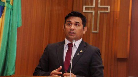 Deputado Wellington presta homenagem ao professor Charles Humberto e reafirma compromisso com população de Pindaré-Mirim