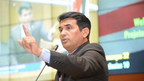 """""""Flávio Dino massacra a população e aumenta em 10,75% o preço da gasolina no Maranhão"""", diz deputado Wellington"""