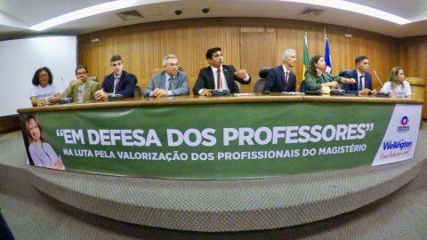 """""""O Judiciário pode impedir que Flávio Dino dê outro golpe nos professores"""", diz deputado Wellington sobre descompressão salarial"""