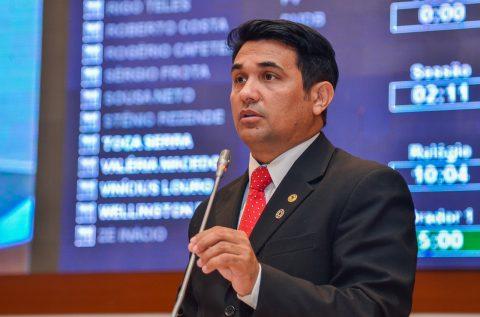 """""""O nosso mandato sempre foi e continuará sendo dos professores do Maranhão"""", afirma deputado Wellington"""