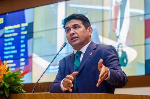 Com o remanejamento nos recursos da comunicação de Flávio Fino, deputado Wellington propõe a criação de 2 hospitais veterinários