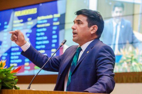 """""""Meu compromisso não é com Flávio Dino nem com Sarney, mas com o povo do Maranhão"""", diz Wellington em primeira sessão legislativa"""