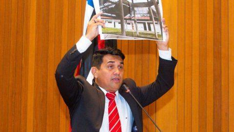 Pelo segundo dia consecutivo, deputado Wellington cobra esclarecimentos sobre escola indigna de Flávio Dino e Governo silencia