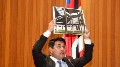 """Pela terceira vez, deputado Wellington denuncia escola """"indigna"""" de Flávio Dino e Governo permanece sem resposta"""
