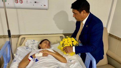 Deputado Wellington visita policial militar que sofreu atropelamento em São Luís
