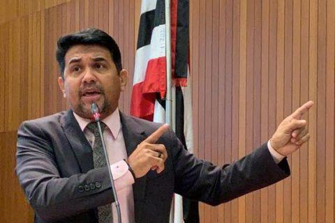 """""""Flávio Dino quer mais um aumento na taxa de vistoria de automóveis, antes era R$ 11,80 ele quer R$ 115 reais"""", diz deputado Wellington ao cobrar informações"""